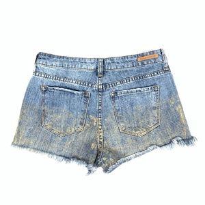 SUN & SHADOW Fringe Hem Button-Fly Short Jeans